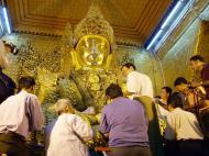 Asisbiz Mahamuni Buddha Maha Myat Muni Paya Nov 2004 01