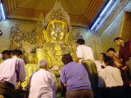 Asisbiz Mahamuni Buddha Maha Myat Muni Paya Nov 2004 02