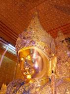 Asisbiz Mahamuni Buddha Maha Myat Muni Paya Nov 2004 04