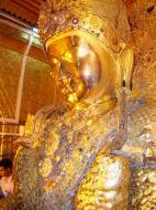 Asisbiz Mahamuni Buddha Maha Myat Muni Paya Nov 2004 07
