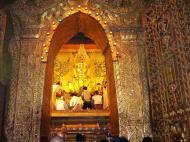 Asisbiz Mahamuni Buddha Maha Myat Muni Paya Nov 2004 09