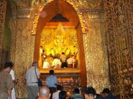 Asisbiz Mahamuni Buddha Maha Myat Muni Paya Nov 2004 10
