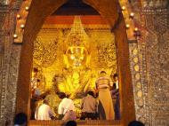 Asisbiz Mahamuni Buddha Maha Myat Muni Paya Nov 2004 11