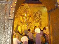 Asisbiz Mahamuni Buddha Maha Myat Muni Paya Nov 2004 12
