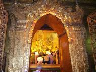 Asisbiz Mahamuni Buddha Maha Myat Muni Paya Nov 2004 14