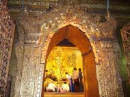 Asisbiz Mahamuni Buddha Maha Myat Muni Paya Nov 2004 15