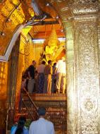 Asisbiz Mahamuni Buddha Maha Myat Muni Paya Nov 2004 17