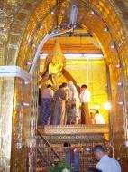 Asisbiz Mahamuni Buddha Maha Myat Muni Paya Nov 2004 18