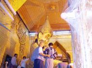 Asisbiz Mahamuni Buddha Maha Myat Muni Paya Nov 2004 19