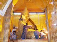 Asisbiz Mahamuni Buddha Maha Myat Muni Paya Nov 2004 20