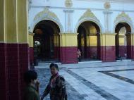 Asisbiz Mandalay Maha Myat Muni pagoda Decor Dec 2000 02