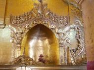 Asisbiz Mandalay Maha Myat Muni pagoda Decor Nov 2004 02