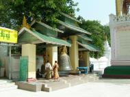 Asisbiz Mandalay Maha Myat Muni pagoda Decor Nov 2004 06