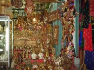 Asisbiz Mandalay Maha Myat Muni pagoda arts and crafts Dec 2000 01