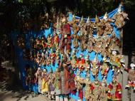 Asisbiz Mandalay Maha Myat Muni pagoda arts and crafts Dec 2000 05