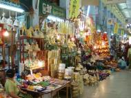 Asisbiz Mandalay Maha Myat Muni pagoda arts and crafts Nov 2004 01