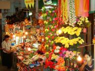 Asisbiz Mandalay Maha Myat Muni pagoda arts and crafts Nov 2004 02