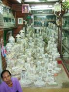 Asisbiz Mandalay Maha Myat Muni pagoda arts and crafts Nov 2004 05