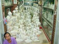 Asisbiz Mandalay Maha Myat Muni pagoda arts and crafts Nov 2004 06