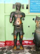 Asisbiz Miraculous healing statues Maha Muni Shrine Nov 2004 01