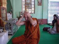 Asisbiz Driving to Pagan various famous Buddhas Dec 2000 05