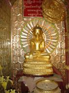 Asisbiz Driving to Pagan various famous Buddhas Dec 2000 11