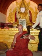 Asisbiz Driving to Pagan various famous Buddhas Dec 2000 15