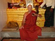 Asisbiz Driving to Pagan various famous Buddhas Dec 2000 16