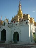 Asisbiz Driving to Pagan various pagodas Dec 2000 06