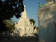 Asisbiz Driving to Pagan various pagodas Dec 2000 07
