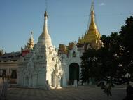 Asisbiz Driving to Pagan various pagodas Dec 2000 08