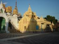 Asisbiz Driving to Pagan various pagodas Dec 2000 10