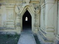 Asisbiz Driving to Pagan various pagodas Dec 2000 20