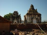 Asisbiz Driving to Pagan various pagodas Dec 2000 28