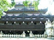 Asisbiz Mandalay Shwe Kyaung Nov 2004 01