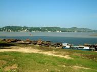 Asisbiz Mandalay river craft Nov 2004 01