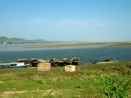 Asisbiz Mandalay river craft Nov 2004 02