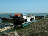 Asisbiz Mandalay river craft Nov 2004 05