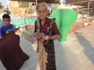 Asisbiz Meilamu Pagoda local snake handler Yangon Myanmar 02