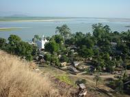 Asisbiz Mingun Pagoda views of the Ayeyarwaddy river Dec 2000 01