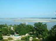 Asisbiz Mingun Pagoda views of the Ayeyarwaddy river Nov 2004 03