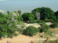 Asisbiz Mingun Pagoda views of the Ayeyarwaddy river Nov 2004 08