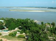 Asisbiz Mingun Pagoda views of the Ayeyarwaddy river Nov 2004 09
