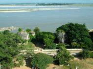 Asisbiz Mingun Pagoda views of the Ayeyarwaddy river Nov 2004 13