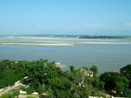 Asisbiz Mingun Pagoda views of the Ayeyarwaddy river Nov 2004 25