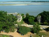 Asisbiz Mingun Pagoda views of the Ayeyarwaddy river Nov 2004 34