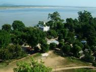 Asisbiz Mingun Pagoda views of the Ayeyarwaddy river Nov 2004 35