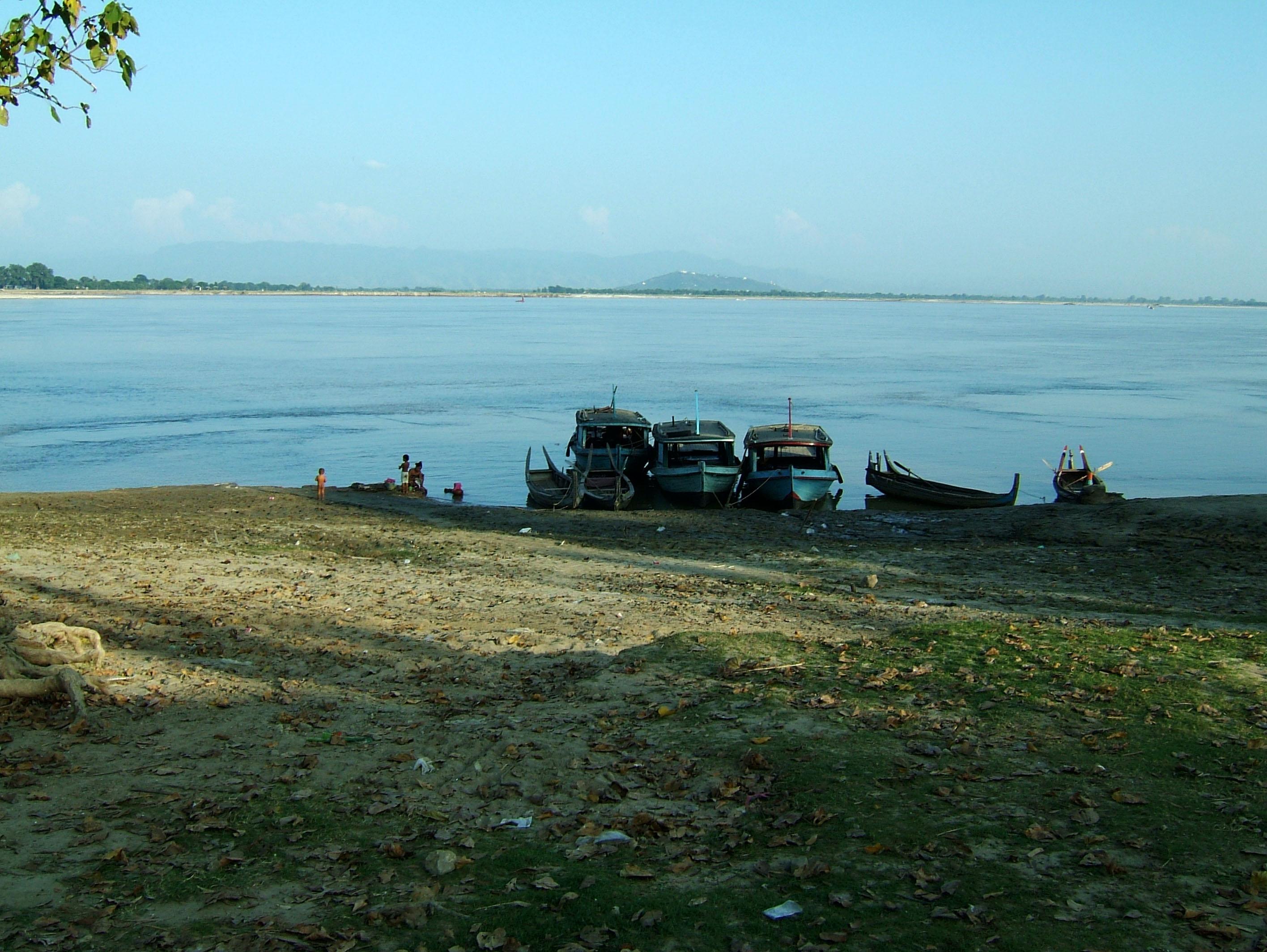 Ayeyarwaddy river scenes Mingun area Nov 2004 12