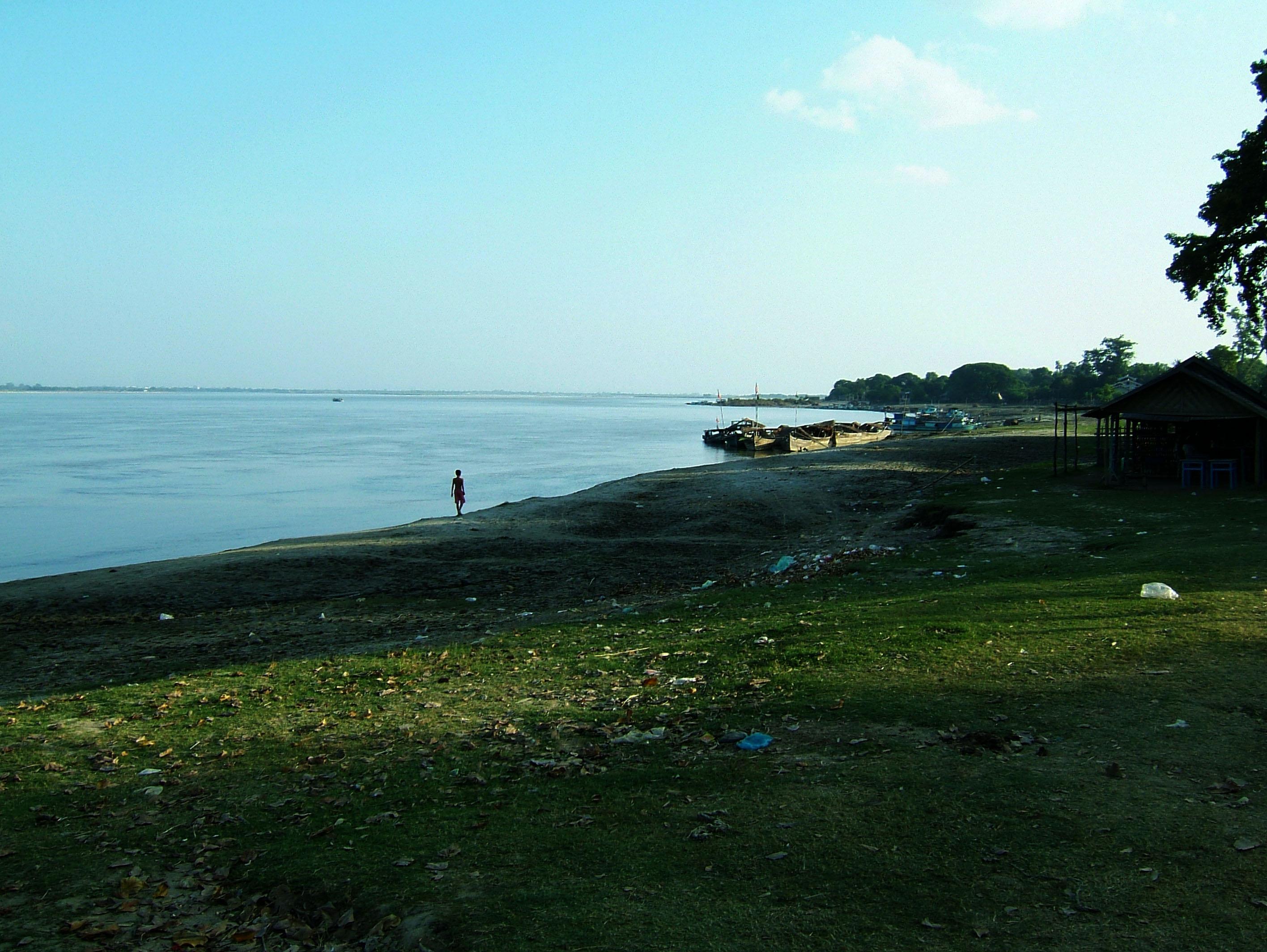 Ayeyarwaddy river scenes Mingun area Nov 2004 13