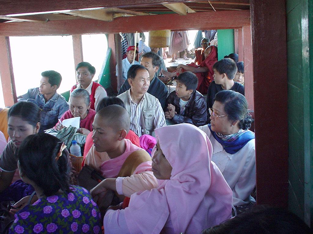 Mandalay to Mingun and back along Ayeyarwaddy river Dec 2000 05